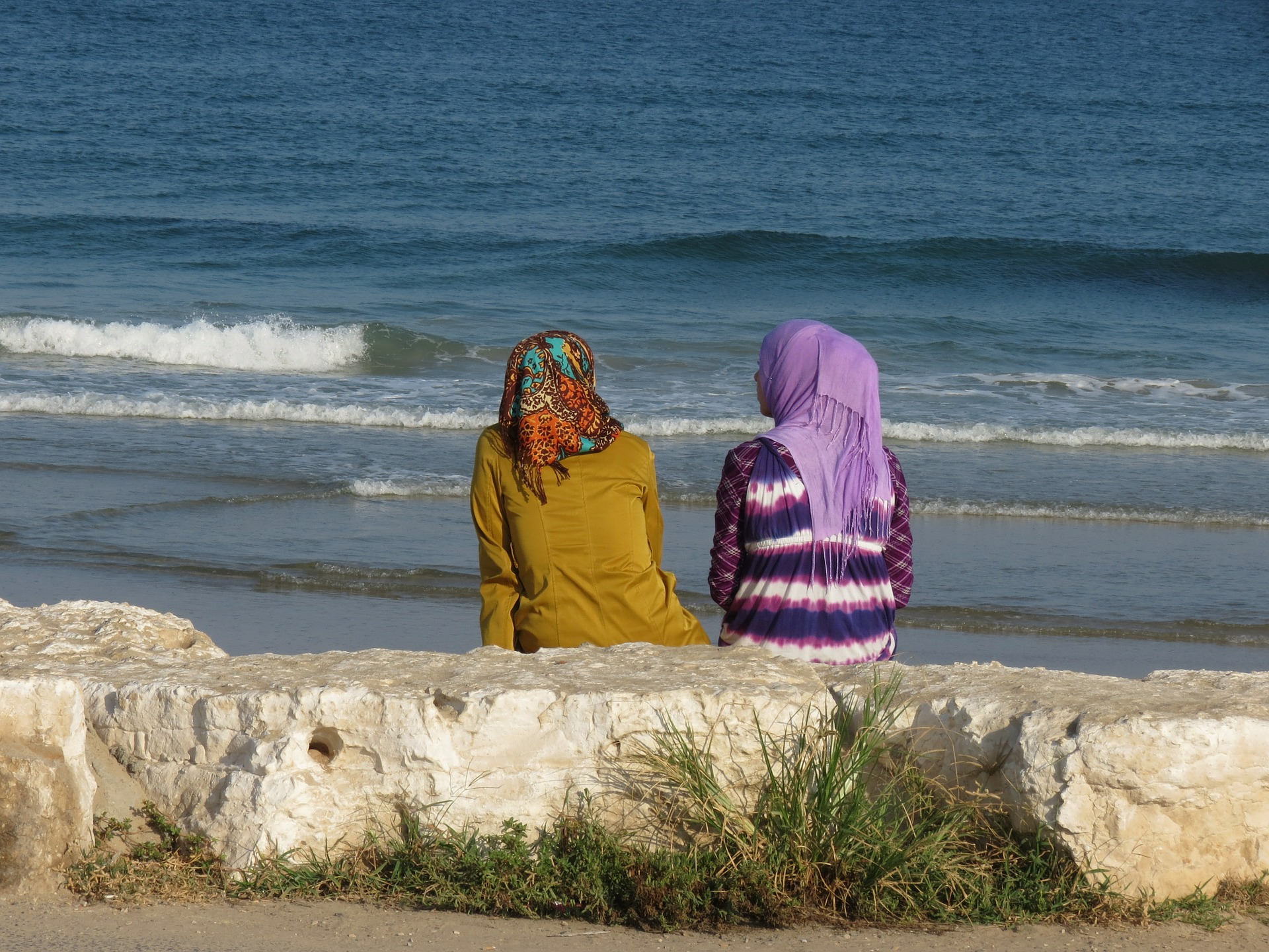 Women by the sea. Photo: Pixabay