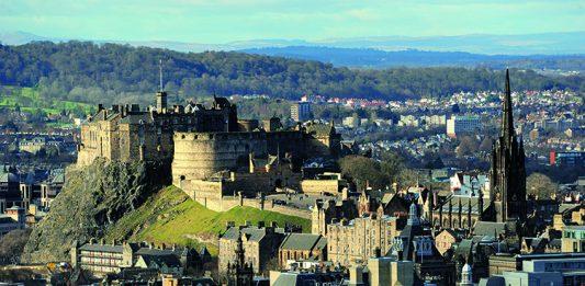 Edinburgh Castle, Photo- Safron Blaze, Wikipedia