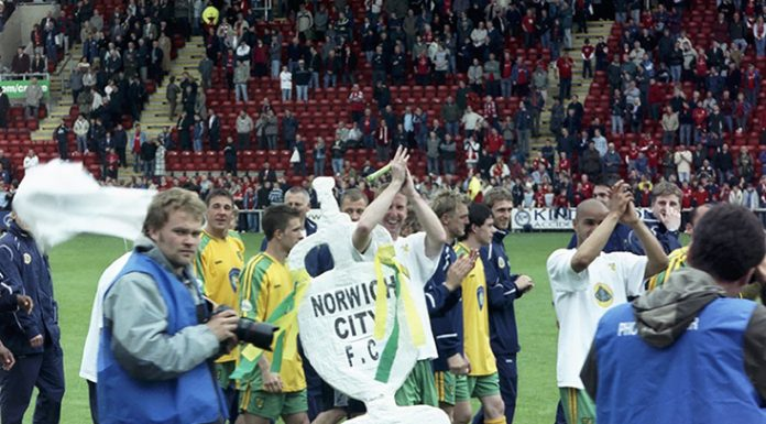 Norwich celebrating winning First Division title in 2004, commons.wikimedia.org, Dweller