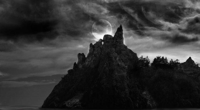 Max Pixel, http://maxpixel.freegreatpicture.com/Spooky-Sea-Spooky-Island-Island-Ocean-Waves-2749262