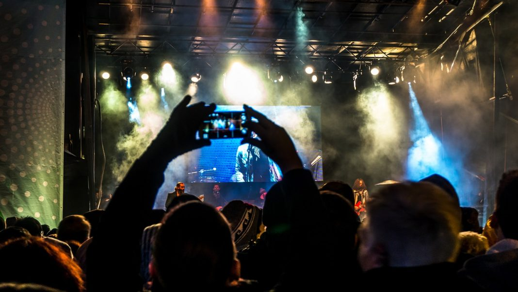 http://maxpixel.freegreatpicture.com/Music-Concert-Band-Lights-Audience-Festival-Crowd-1867984