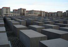 holocaust memorial by k3cOoOsvp488hntF on pixabay