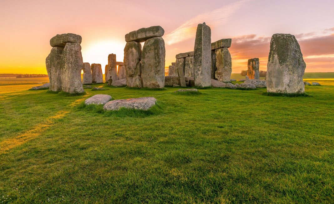 stonehenge by Momentum Dash on flickr