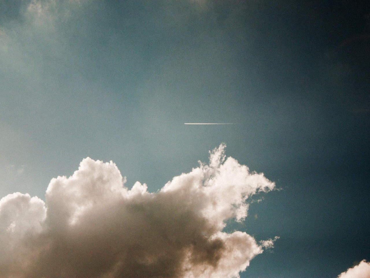 Plane in the sky. Photo: Pexels