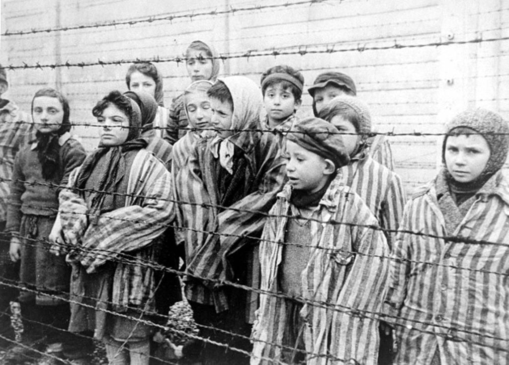 Inmates at Auschwitz. Photo: Alexander Voronzow, Wikimedia
