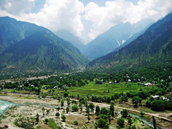 Kashmir remains in lockdown as crisis escalates